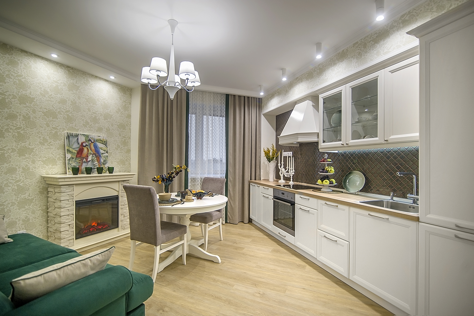 Кухня-гостиная в обрамлении молдинга