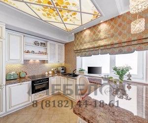 Кухня с фасадами из массива под эмалью с золотой патиной